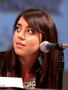 Aubrey Plaza - 2020 Dark brown hair & chic hair style.