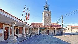 Ayuntamiento y torre del reloj en Carbellino.jpg