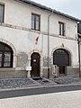 Bâtiment avec drapeau rue Catinat (Mont-Dauphin).jpg