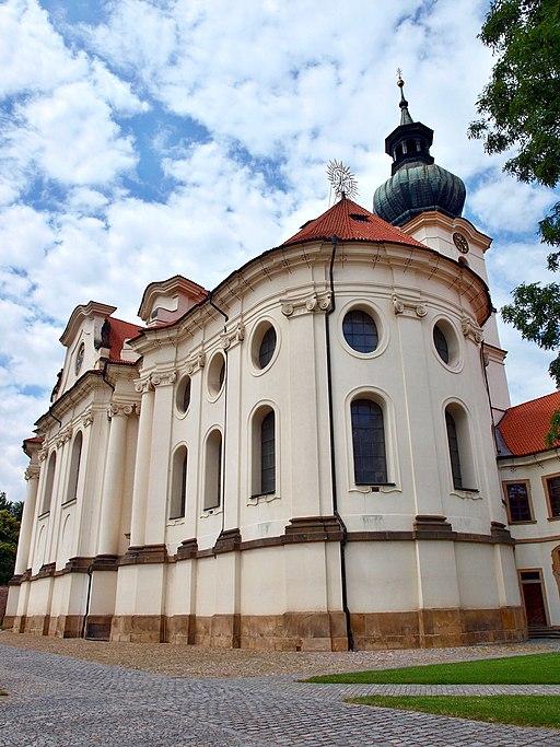 Břevnov bazilika sv. Markéty zezadu 1