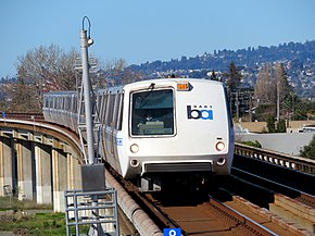 BART A car arriving at San Leandro station, January 2018.JPG