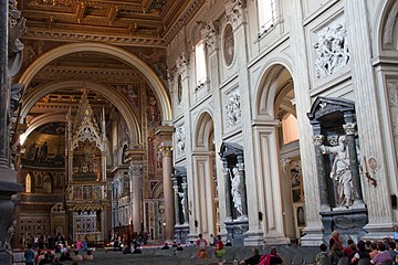 Basilica di San Giovanni in Laterano - Interior 2.jpg