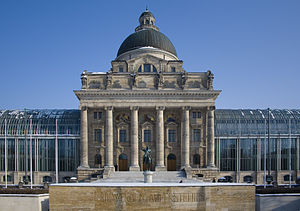 Bayerische Staatskanzlei - Frontal view of the building
