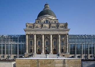 Bayerische Staatskanzlei - Frontal view of the building