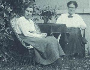 Johanna Westerdijk - Marie Beatrice Schwarz (left) and Johanna Westerdijk in 1922