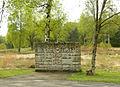 Bergen Belsen Gedenkstein 1940 1945 Eingang.jpg