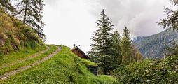 Bergtocht van Cogolo di Peio naar M.ga Levi in het Nationaal park Stelvio (Italië). Huis aan de bergweg 02.jpg