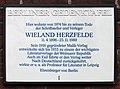 Berliner Gedenktafel Woelckpromenade 5 (Weißs) Wieland Herzfelde.jpg