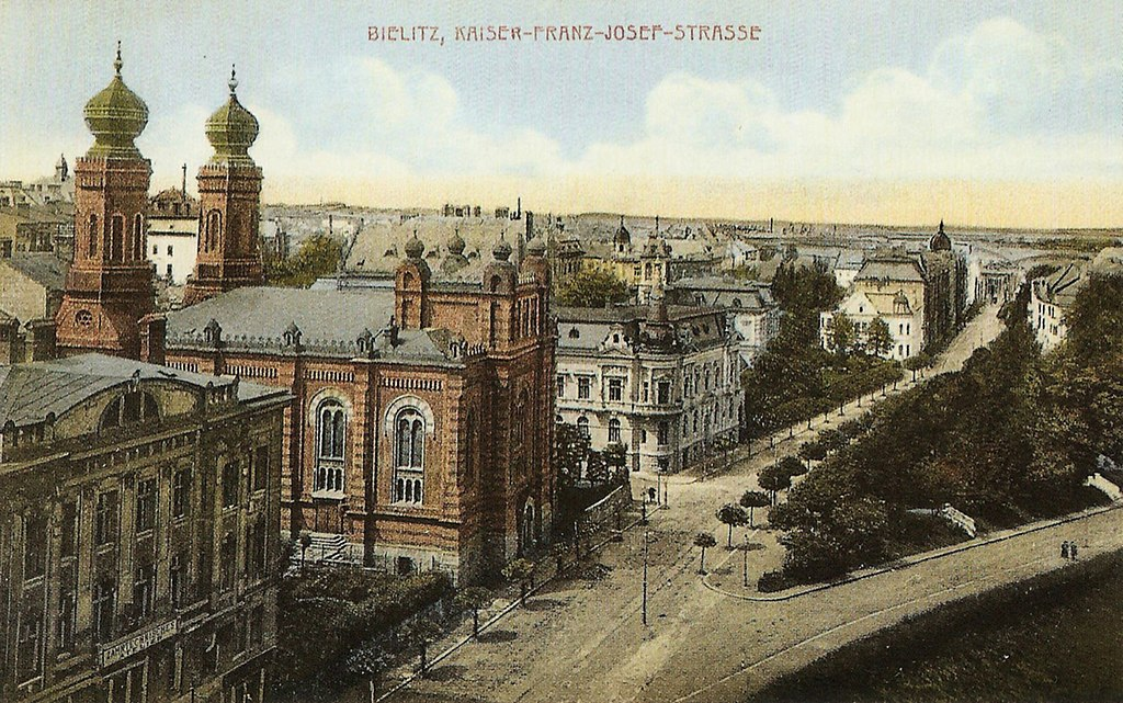 https://upload.wikimedia.org/wikipedia/commons/thumb/a/a8/Bielsko-Bia%C5%82a_Synagoga_w_Bielsku_004.JPG/1024px-Bielsko-Bia%C5%82a_Synagoga_w_Bielsku_004.JPG