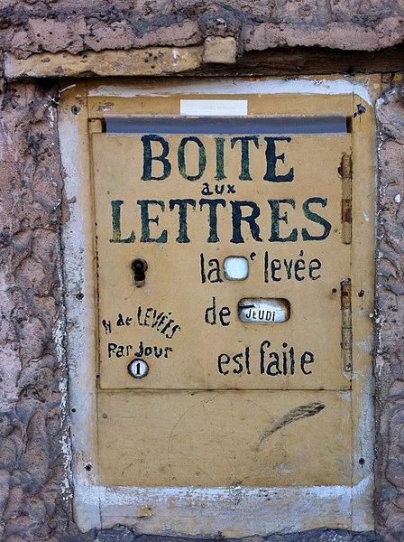 File:Boîte aux lettres à Port-Galland.JPG