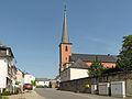 Boevange sur Attert, l'église Sainte Marie in straatzicht foto2 2014-0609 16.39.jpg