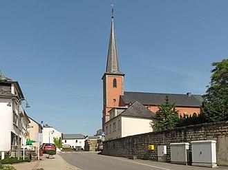 Boevange-sur-Attert - Image: Boevange sur Attert, l'église Sainte Marie in straatzicht foto 2 2014 0609 16.39