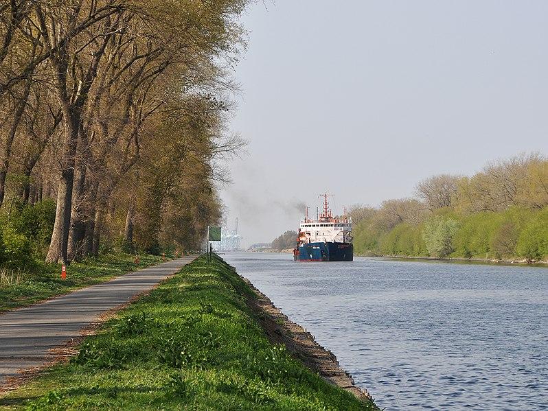 File:Boudewijnkanaal R01.jpg