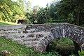 Brücke über die Seine nahe der Quellgrotte.jpg