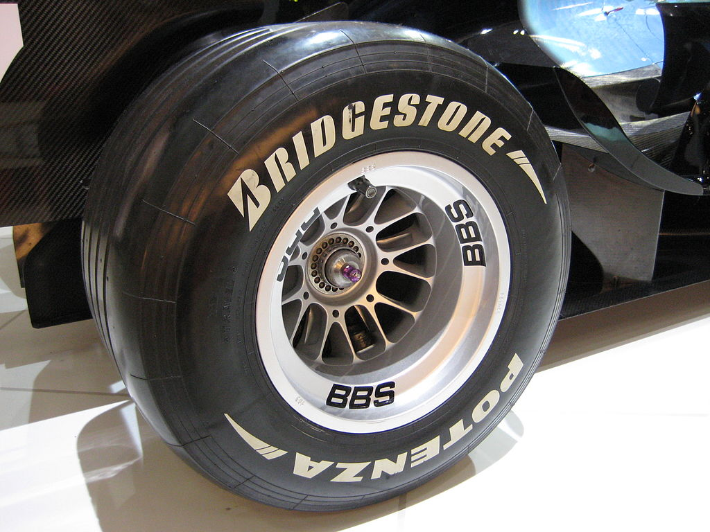 1024px-Bridgestone_Potenza_F1_Rear_Tire.