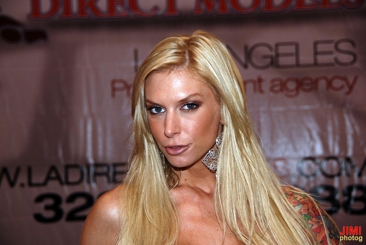 File:Brooke Banner, Exxxotica Miami 2010 2.jpg - Wikimedia ...