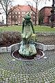 Brunnen Reinickendorfer Str 61 (Weddi) Froschkönig.jpg