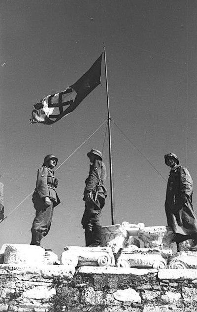 File:Bundesarchiv Bild 101I-164-0368-04, Athen, Hakenkreuzflagge auf der Akropolis.jpg