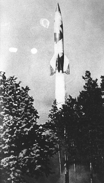 Файл:Bundesarchiv Bild 141-1879, Rakete V2 nach Start.jpg