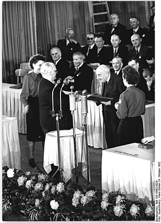 Victor Klemperer - Victor Klemperer receiving the national prize in 1952
