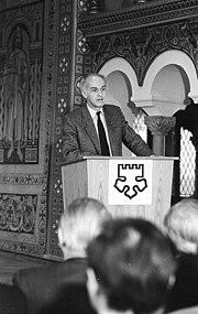 Bundesarchiv Bild 183-1983-0321-037, Wartburg, Klaus Höpcke auf Lutherkonferenz