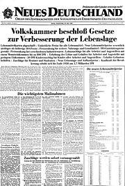 Bundesarchiv Bild 183-T0220-0307, Abschaffung der Lebensmittelmarken, Artikel im Neuen Deutschland