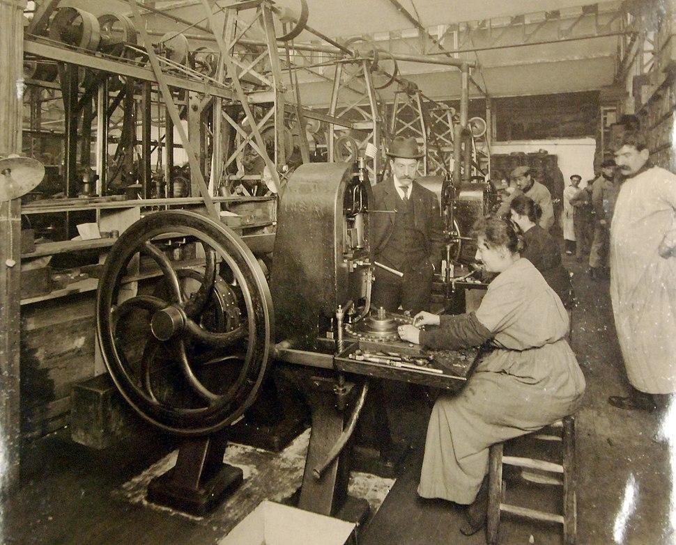 Button stamping machine, Henri Jamorski Button Factory, Paris, France, 1919 (28206559760)