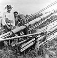 COLLECTIE TROPENMUSEUM Een hangende brug van bamboe bij Solokromo Midden-Java TMnr 10007598.jpg