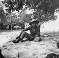 COLLECTIE TROPENMUSEUM Portret van een visser op het strand van het eiland Bunaken TMnr 20000104.jpg