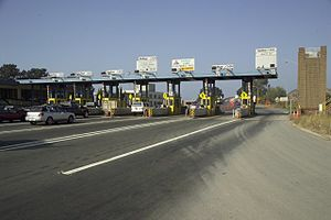 Richmond–San Rafael Bridge - Toll plaza at Richmond in 2006 before newest reconstruction