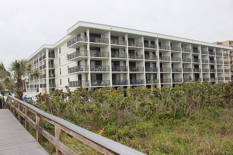 File:Cape Winds Resort, Cape Canaveral.JPG
