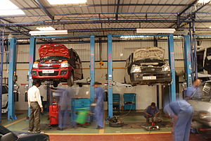 Service (motor vehicle) - Mechanics at a repair shop.