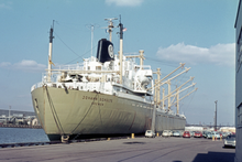 Car carrier Johann Schulte during the loading of VW Beetles in 1964.png
