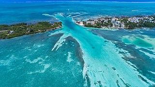 Caye Caulker Belize aerial (20688990128).jpg