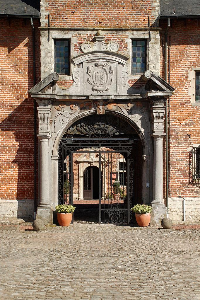 File ch teau de rixensart portail de la tour porche 02 for Crouqui des portail coulissant tours