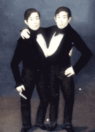 Chang and Eng Bunker - A painting of Chang (right) and Eng Bunker (left), circa 1836