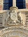 Chateau-du-Nessay-Armoiries-surmontée-dune-couronne-comtale.jpg