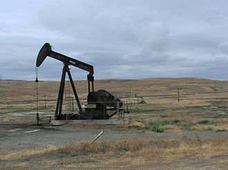 Coalinga Oil Field - An idle oil well along Palmer Road, on Anticline Ridge in the eastern portion of Coalinga Oil Field.