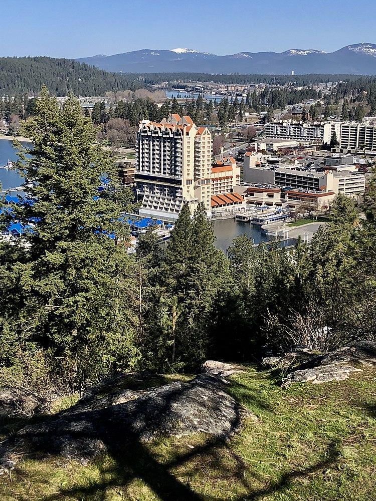 The population density of Coeur d'Alene in Idaho is 1054.14 people per square kilometer (2729.56 / sq mi)