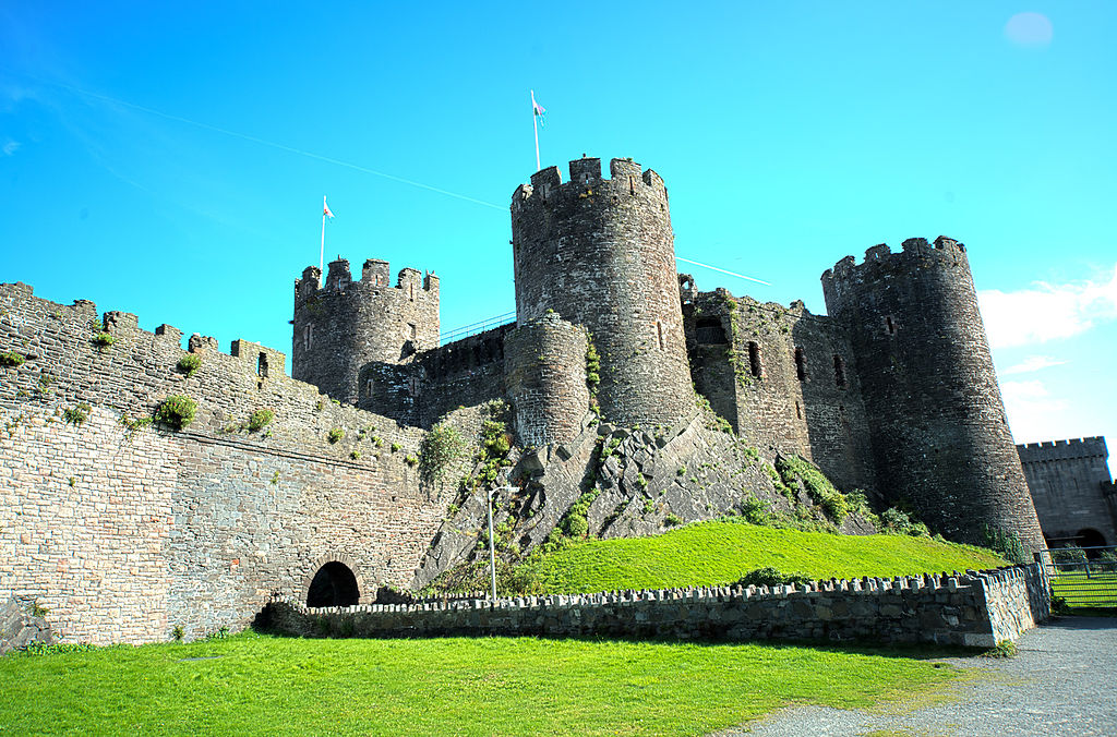 Conwy Castle (HDR) (8074248381).jpg