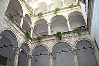 Chiostro interno del Palazzo dei Capitani del Popolo