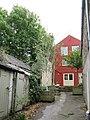 Courtyard off Battle Hill - geograph.org.uk - 541723.jpg