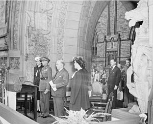 Harry Crerar - Return to Ottawa on 7 August 1945 of General H.D.G. Crerar D.S.O. after World War II. (L-R): Mrs. Crerar, General Crerar, Rt. Hon. William Lyon Mackenzie King, Mrs. H.Z. Palmer