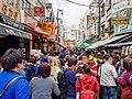 Crowds of Nishiki Market (27816395458).jpg