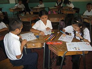 Second graders working in Centro Educativo Lin...