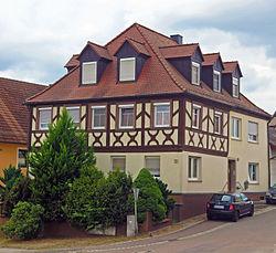 D-6-74-201-4 Stettfeld Am Rathaus 1.jpg