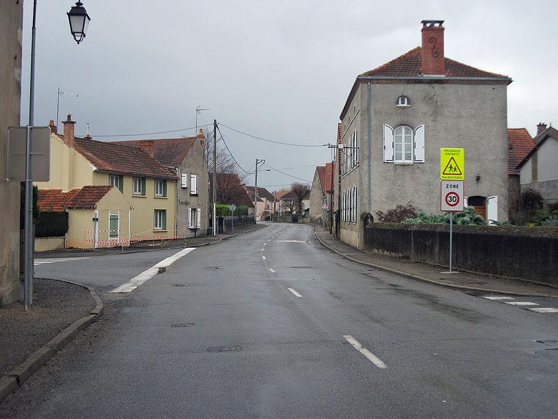 30 kph area in Biozat (Allier) - Grande Rue (D 36) [10080]