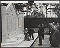 De Britse ambassadeur in Nederland, sir Andrew Noble heeft op de Algemene Begraa, Bestanddeelnr 26053 027.jpg