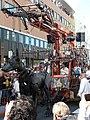 De reuzen van Royal de Luxe in Leeuwarden - De xolo (cropped).jpg