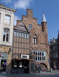 De echt oude huizen in nederland monumentje - De gevels van de huizen ...